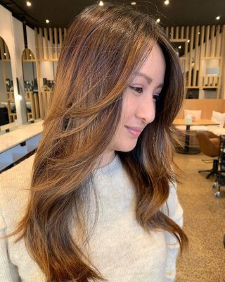 The beautiful Lee Luu with lighter blends to create this lived in bronze. We used dark foils to offset the lighter tones and create a seamless blend. Hair coloured and styled by @jason_sjandco #sjandcoau #sjandco #hairgoals #lorealpro #melbournehairdresser #northcote #ghdstylesquad2021